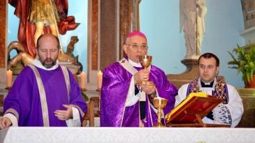 Nadbiskup Devčić u kanonskoj vizitaciji jelenskoj župi