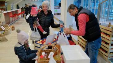 Zdrava tržnica privukla mještane unatoč lošem vremenu