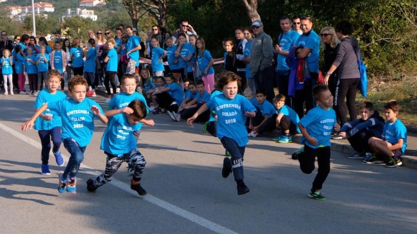 Nonići i unuci, roditelji i djeca zajedno trčali Kostrenom