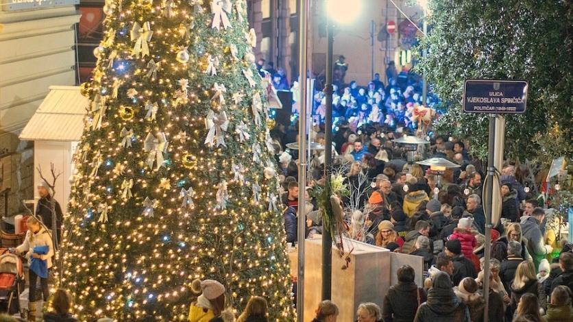 Svečanim paljenjem lampica započeo Advent u Opatiji