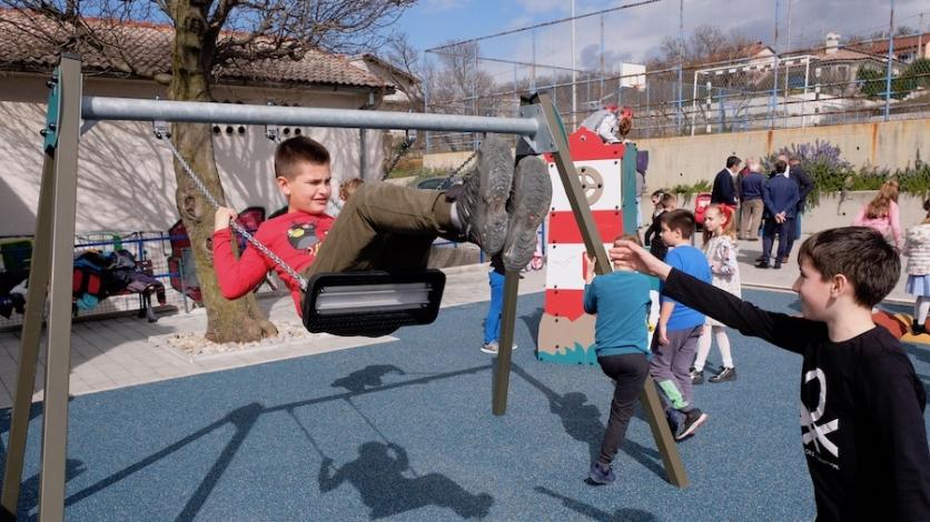 Novo dječje igralište na Krasici razveselilo najmlađe