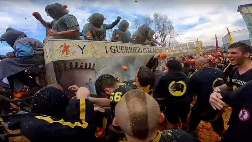 Brutalna bitka s narančama i palenta u talijanskoj Ivrei