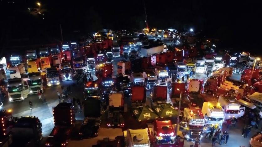 """Impresivni noćni kadrovi """"Truck Showa"""" iz zraka"""