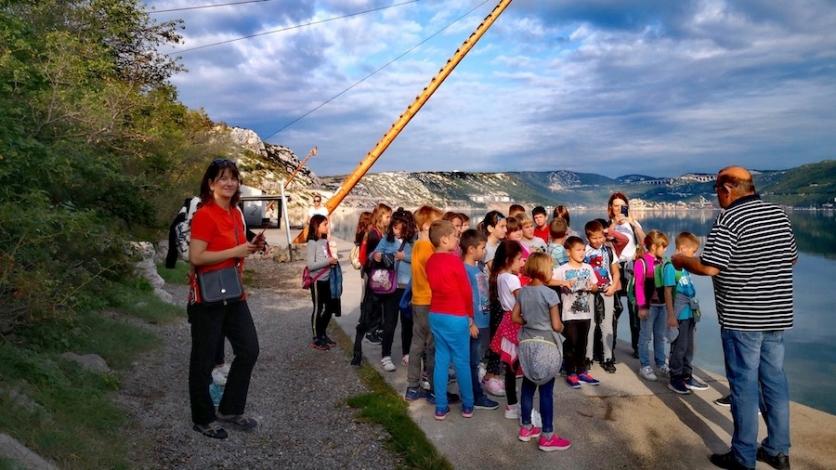 Mali Bakrani posjetili Bakarac i učili o starom tunolovu