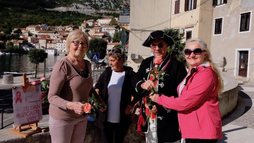 Stotinu ruža u Bakru prodano za Udrugu Nada