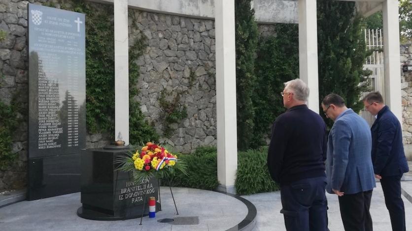 Polaganjem vijenaca u Kostreni obilježen Dan neovisnosti