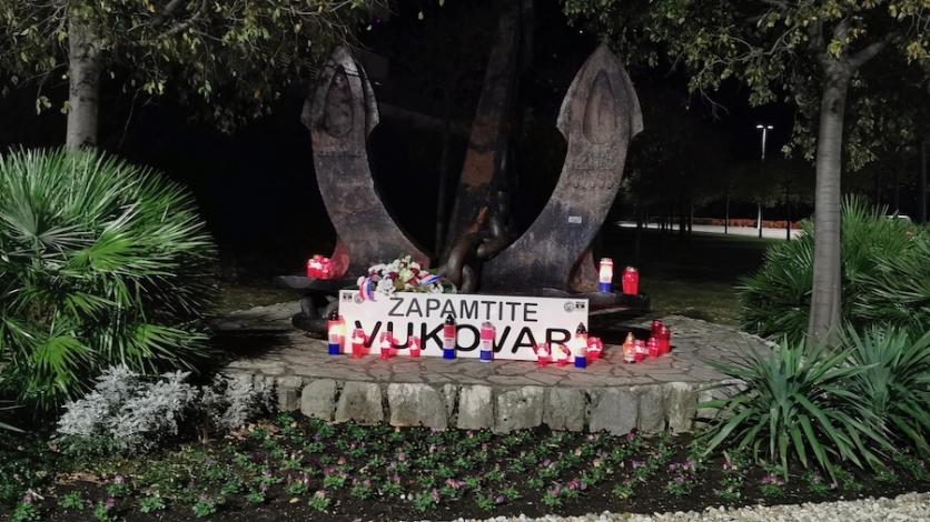 Vijenci i svijeće za Vukovar i Škabrnju u Kostreni
