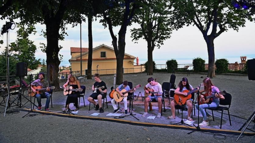 Festival gitare započeo uz nastupe mladih gitarista