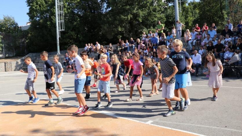 Učenici se vratili u kostrensku školu, s njima i 36 prvašića