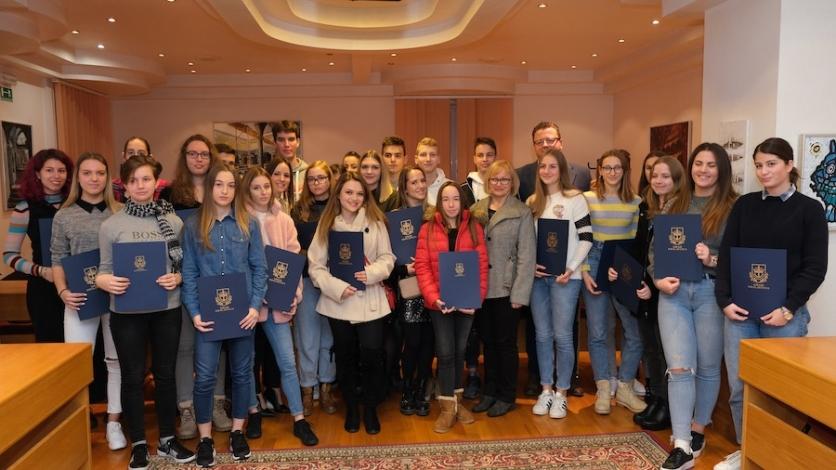 Stipendije za kraljevičke učenike i studente i ove godine