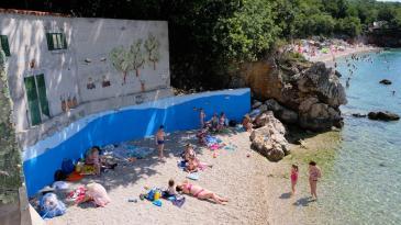 Prekrasni mural krasi malu kostrensku plažu
