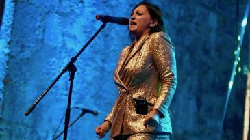 Nina Badrić raspjevala i rasplesala prepunu Crekvinu