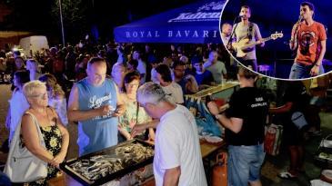 Kraljevičani i gosti uživali uz srdelice, vino i Grupu Venus