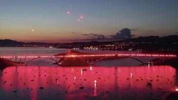 Predivna Armadina bakljada na mostu snimljena iz zraka