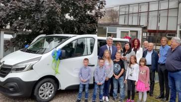 Klanjskim osnovnoškolcima novo kombi vozilo
