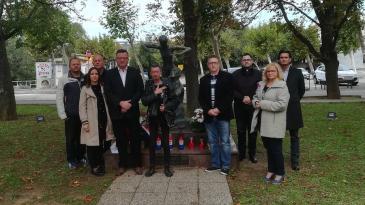 Vijenci i svijeće za hrvatske branitelje na Dan neovisnosti