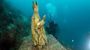 Ronioci hodočastili svom zaštitniku u moru na Oštru
