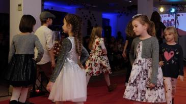 Mlade nade zasjale na bakarskom crvenom tepihu