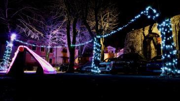 Atraktivne svjetlosne instalacije zabavljaju goste u Kastvu