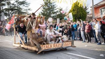 Maškare na balinjerama oduševile gledatelje u Jelenju