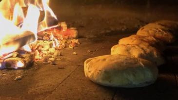"""Domaći kruh potrebitima dostavlja Pizzeria """"Na Piketu"""""""