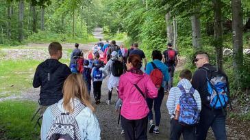 Srpanj na Platku kreće jogom i nordijskim hodanjem