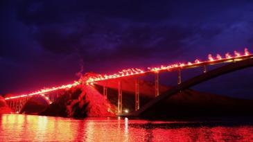 Baklje će večeras osvijetliti Krčki most